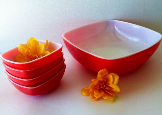 She's Such A Great Hostess ---- Vintage 1949 Pyrex 5 Piece Hostess Set in RED