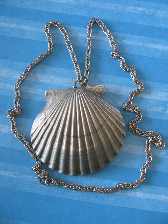 Clam Shell Pendant On Double Link Chain Signed International Pewter In Box