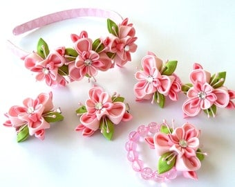 Kanzashi fabric flowers. Set of 6 pieces. Pink and apple green.