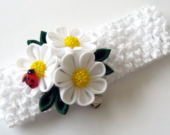 White crochet headband with Kanzashi fabric flowers. Daysies.