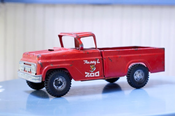 Vintage Buddy L Travelling Zoo Toy Truck Red and Silver