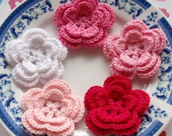 5 Crochet Flowers In White, Lt pink, Pink, Bubble gum Pink Dark Pink YH-006-02