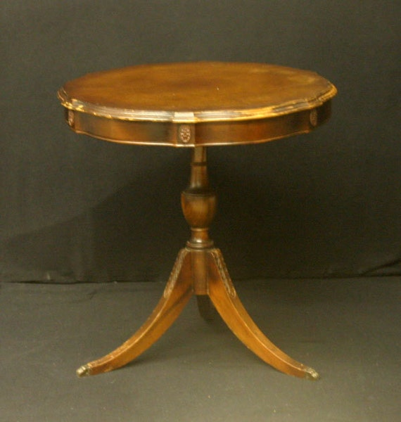Duncan Storage Coffee Table: Mahogany Duncan Phyfe Style Pie Crust Accent End Drum Table
