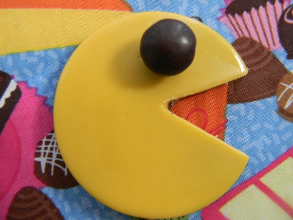 pac man chocolate lollipops, perfect for favors and 80s parties