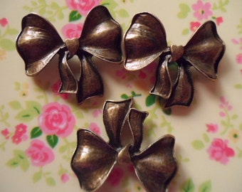 4 pcs-antique bronze bow  lead-free nickel pendant  31x28.5mm