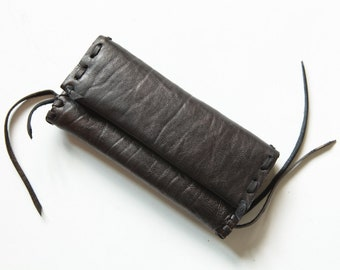 Handmade leather tobacco pouch avaliable in two colors.