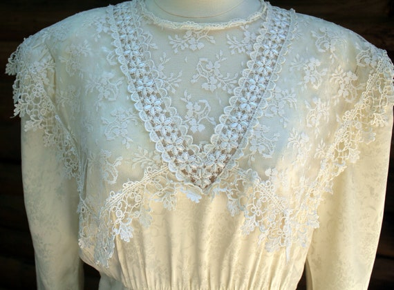 Sale...Vintage 80's Jessica McClintock Victorian Style Lace Wedding Dress
