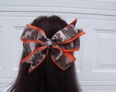 Large orange and camo bow FREE SHIPPING on your first order from my shop use code 1sttime at check out