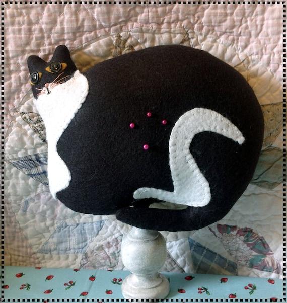 Warren Kimball Style Kitten Pincushion Make-Do Primitive Folk Art Pinkeep