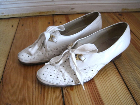 White Leather Granny Oxfords with Tie Closure, Size 9.5