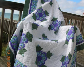 Classic, beautiful colors, full size quilt