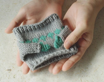 Mug Sweater, Evergreen Leaves