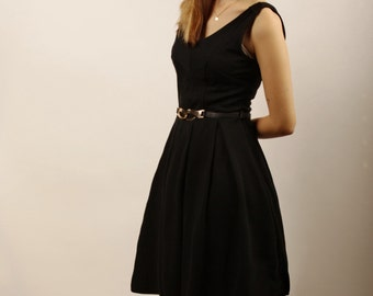 Black midi dress with no sleeves, folded skirt