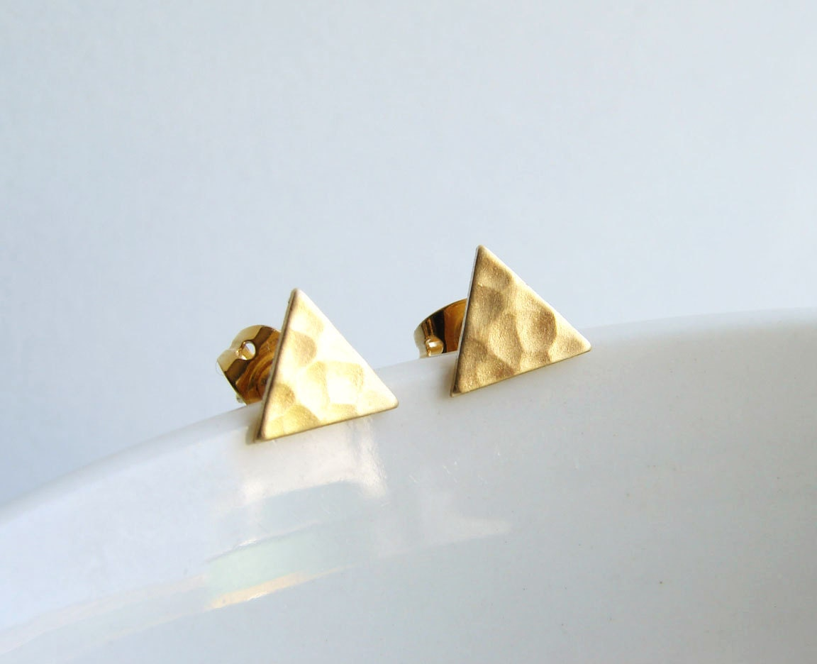 Hammered Brass Triangle Stud Earrings Simple Modern Jewelry 🔎zoom