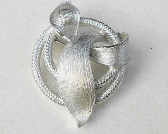 Vintage Pin, a Vine and Leaf Brooch vintage 1960s Lisner bold silver tone jewelry