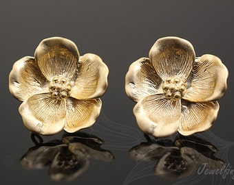 M656-Matt Gold Plated-10 pairs-Flower