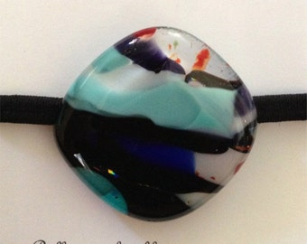 Ponytail band made of fused glass. (hb1)