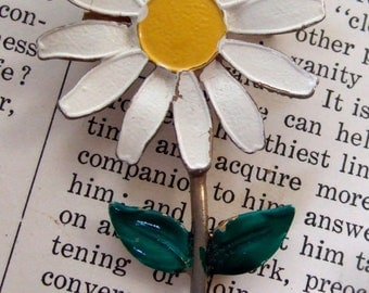 VINTAGE painted DAISY Pin BROOCH