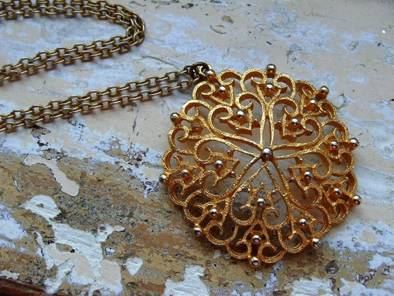 FREE SHIPPING Vintage Chunky Medallion Pendant with Chain Necklace