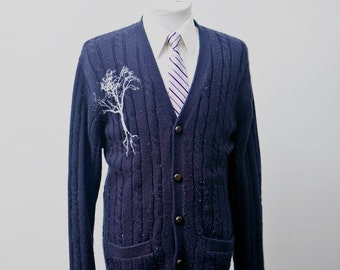 Men's Sweater / Vintage Blue Cardigan with Screen Printed Tree / Size Large