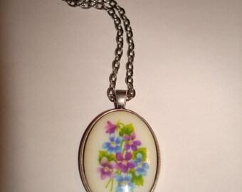 Vintage Floral Design Intaglio Cabochon Pendant Necklace