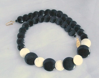 Black White Vintage Modernist Choker Glass & Mother of Pearl Disc Necklace Mod 1960s