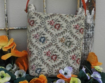 CLEARANCE Vintage 1960s Bakelite Floral Granny Tapestry Handbag Purse