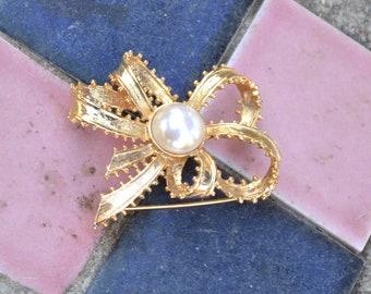 Vintage Richelieu Pearl Bow Brooch