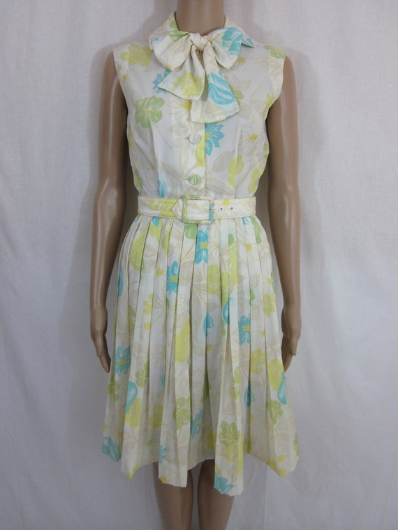 1960s Madmen White Floral Summer Dress with Bow