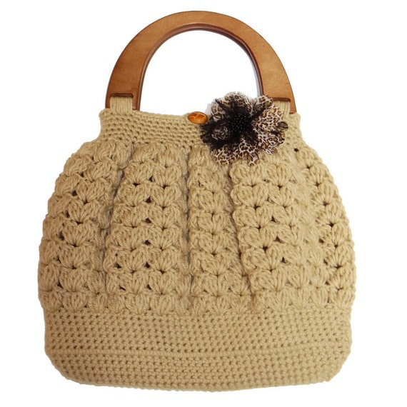 Items similar to Shell Pattern Crochet Bag with Handle Top - Beige ...
