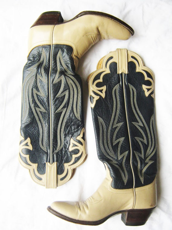 Reserved: cream and navy two tone justin cowboy boots excellent condition 6 6.5