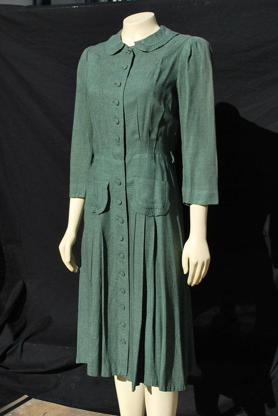 Five 40s Dresses That Capture The Era: Vintage 40's Dress Home Made WWII Era Swing Shirt Dress SM
