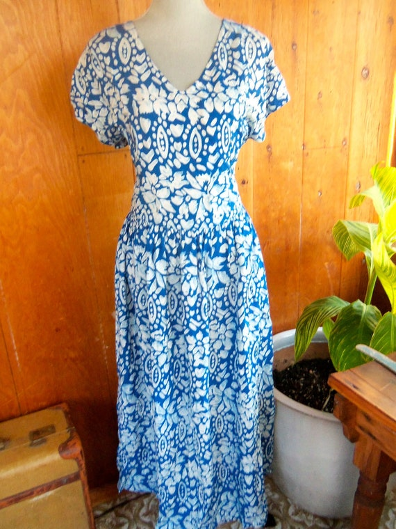 80s BACK EAST--Vintage Batik--Tie-Back Dress--Made in Indonesia--Maxi--Rayon--Size L