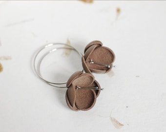 Modern style leather earrings in latte brown