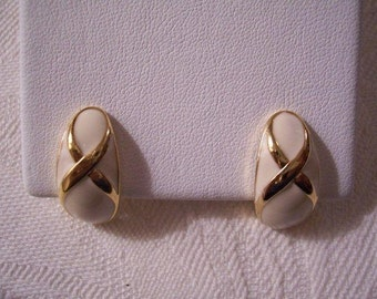 Beige Bow Loop Striped Clip On Earrings Gold Tone Vintage Avon Curved Cuffs Buttons