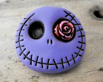 Adorable purple skull brooch with a pink rose in his eye. Brooch, keychain, pendant or magnet (you choose)