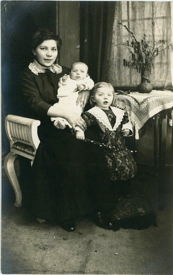 """Vintage Photo """"Young Mother and Children"""", Photography, Paper Ephemera, Antique, Snapshot, Old Photo, Collectibles - 0033"""