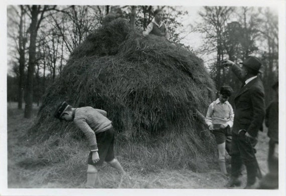 """Vintage Photo """"Searching for the Needle"""", Photography, Paper Ephemera, Snapshot, Old Photo, Collectibles - 0084"""