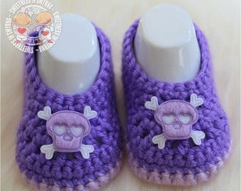 Baby Shoes - Purple - Lavender - Crochet Baby Booties - Baby Girl Booties - Skull and Crossbones - Photo Prop