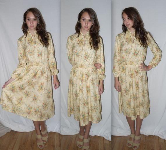 Meadowlark .. vintage 70s day dress / 1970s peasant floral prairie / boho pixie gypsy / high neck pussy bow secretary ... S M