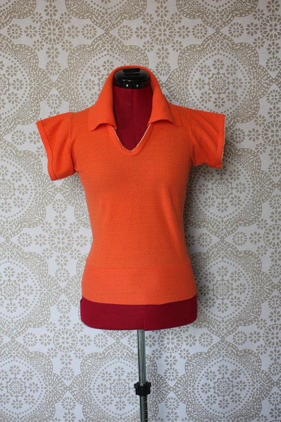 Vintage 1950's 60's Coral Knit Pullover Shirt with White Scallop Trim XS/S