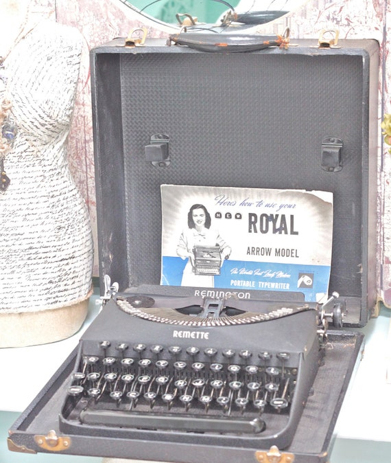 Vintage Remington Typewriter -  Manual 1930s to 40s - Black and Portable - SALE (Was 130.00)