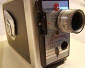 kodak brownie, awesome, still has film in it, classic american no how..beautiful desk accessory
