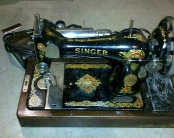 1910 Singer Sewing Machine in Wood Case-Listed Price or BEST OFFER accepted!! (Local Pickup ONLY)
