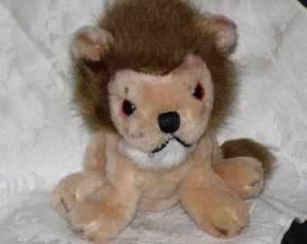 Vintage Russ Berrie Lion, Caesar 1977 Tag on.