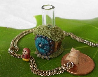 Hobbit Hole Necklace with tiny Bilbo inside (Round bottle)
