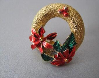 Christmas Vintage Circle Brooch - Goldtone Brooch - Poinsettia Brooch