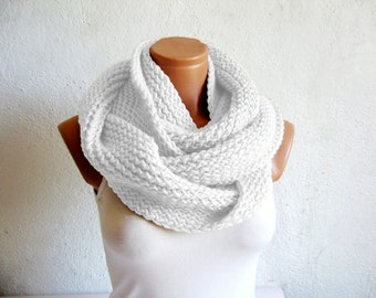 White Scarves, Knitted Infinity Scarf, Chunky Scarf, Infinity Scarf, Circle Scarf, Cowl Scarf, Fall, Winter Scarf, Neckwarmer, winter scarf