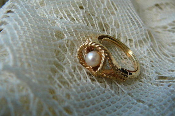 Avon Love- knot Pearl Ring..6-61/2