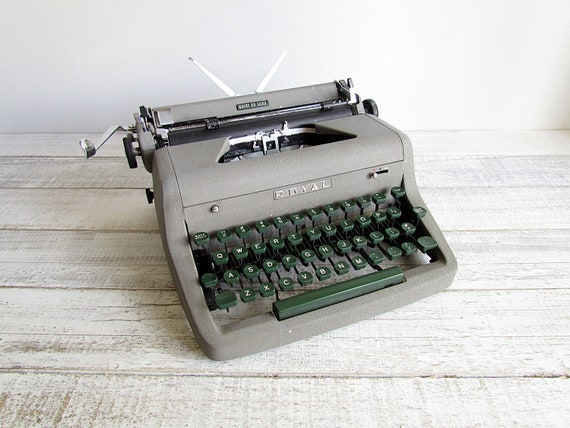 Vintage 1953 Royal Quiet DeLuxe Portable Typewriter w/ Case & Manual